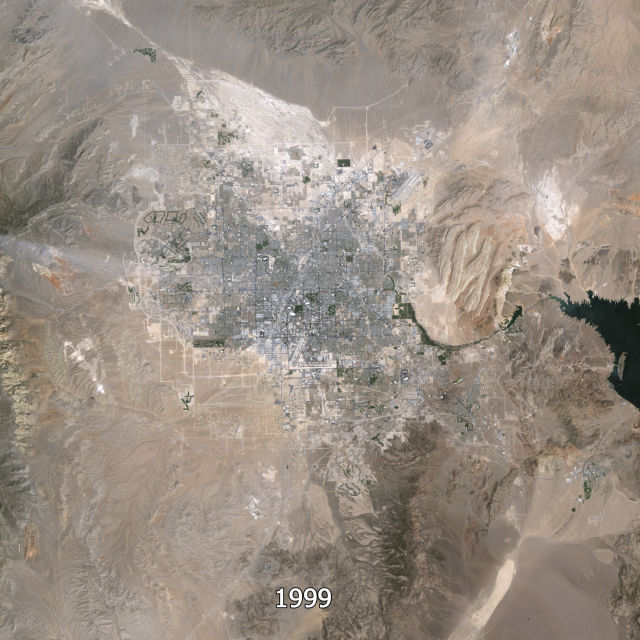Aerial Photos Show the Growth of Las Vegas