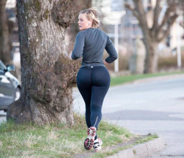 Whats Not To Love About Yoga Pants Part 4 49 Pics  1 Gif - Picture 29 -1653