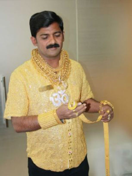 Wealthy Man Wears Golden Shirt To Get The Ladies 6 Pics