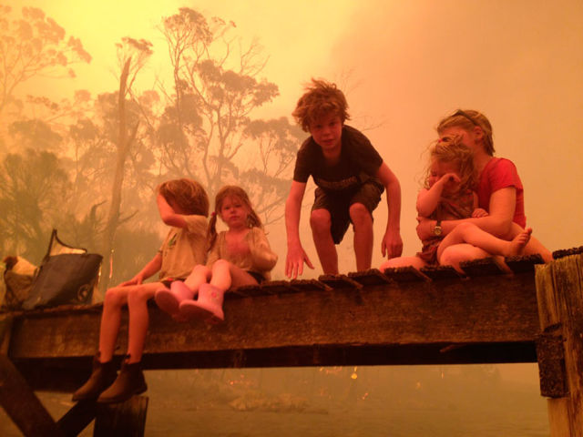Powerful Pictures of Family Escaping Wildfires of Australia