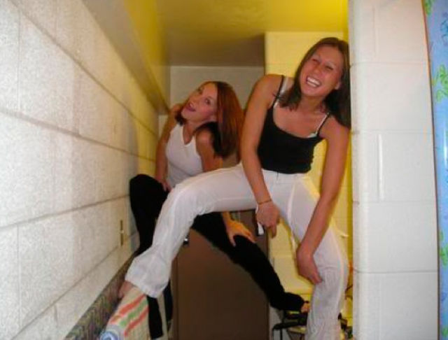 Ever Wondered What Drunk Girls Do in the Bathroom?