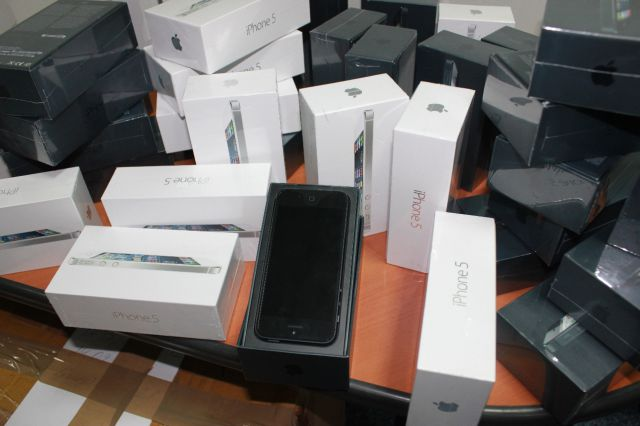 How the Russian's Deal with Counterfeit iPhones