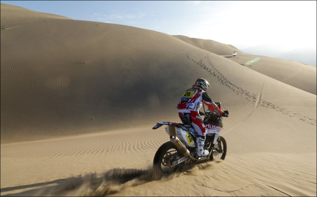 Cool Action Shots of the Dakar 2013 Race
