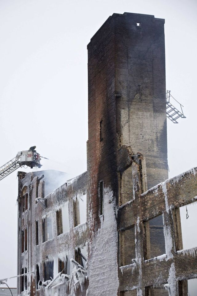 Stunning Photos of Frozen Chicago Fire
