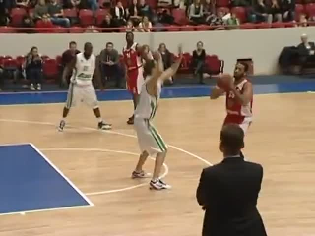 Russian Basketball Coach Gets the Assist of the Year