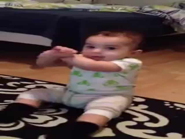 Toddler Dances to 'Gangnam Style'