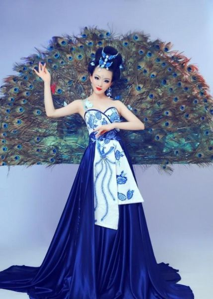 Chinese Girl Joins the Living Doll Craze