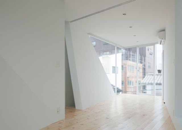 Architects Make the Most of Thin Spaces Using Skinny Buildings