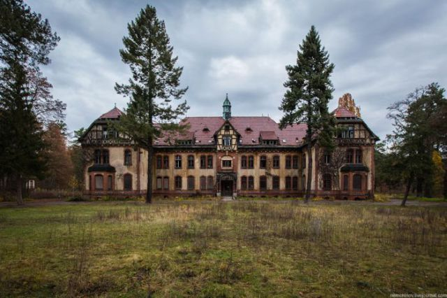 Deserted Hospital of Horror