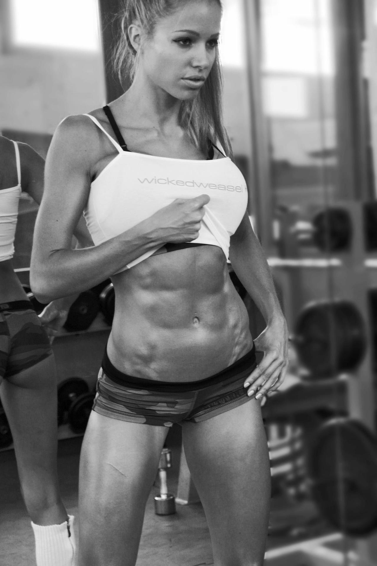 Эротическое фото девушек спортивного телосложения 15 фотография