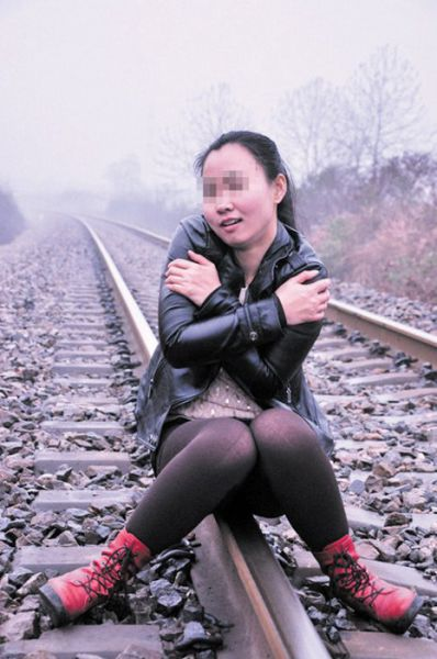 Chinese Girl Participates in a Near Fatal Photoshoot