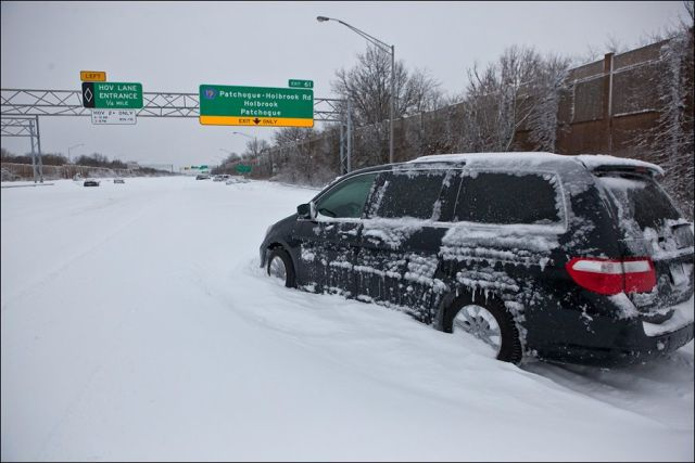 Huge Blizzard Covers US and Canada in Buckets of Snow