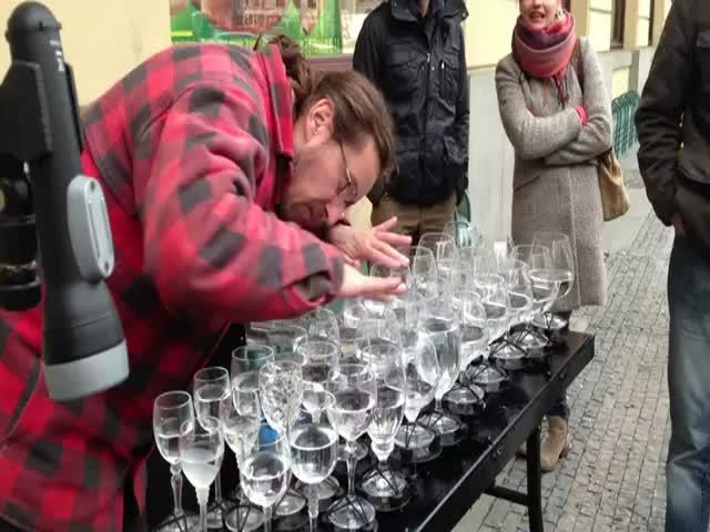 Street Artist's Incredible Rendition of Hallelujah on Crystal Glasses