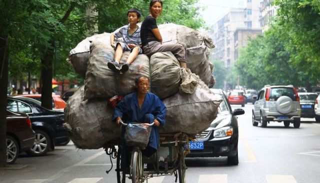 "Chinese Drivers Give New Meaning to the Term ""Abnormal Load"""