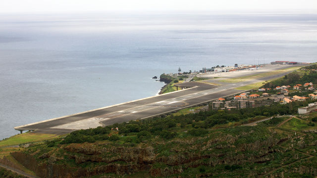 Only Skilled Pilots Should Attempt these Dangerous Runways