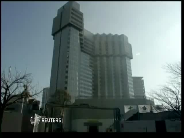 Only in Japan: Demolishing Buildings by Shrinking Them