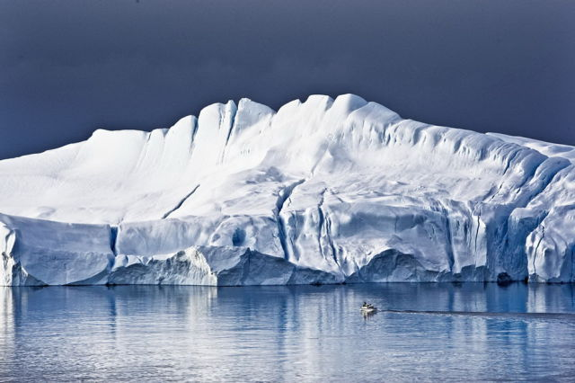 Gorgeous Photos of Stunning Natural Icebergs