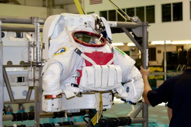 NASA's Spacemen Have Their Own Swimming Pool Too