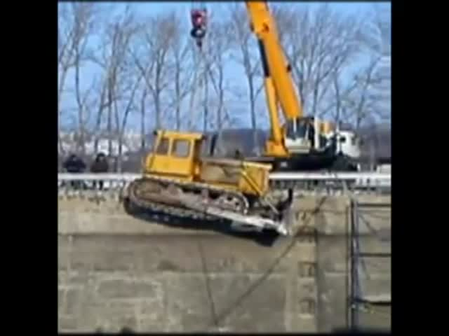 Epic Crane vs Bulldozer Fail