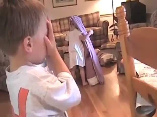 Little Kids Who Suck at Playing Hide and Seek