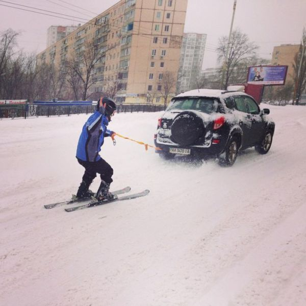 Kiev Experiences Paralysing Levels of Snowfall