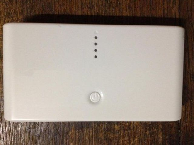 This Chinese External Battery Is Not What It Seems