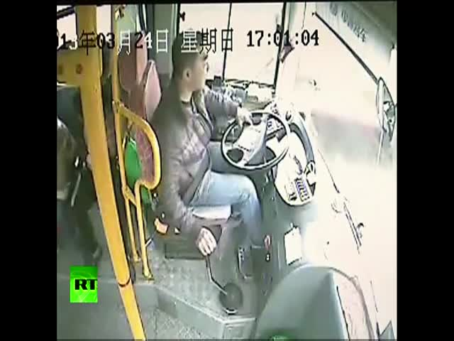 Chinese Bus Driver Miraculously Avoids Being Decapitated