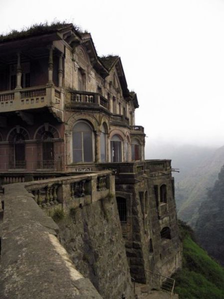 This Abandoned Mountaintop Hotel Is a Beautiful Piece of History