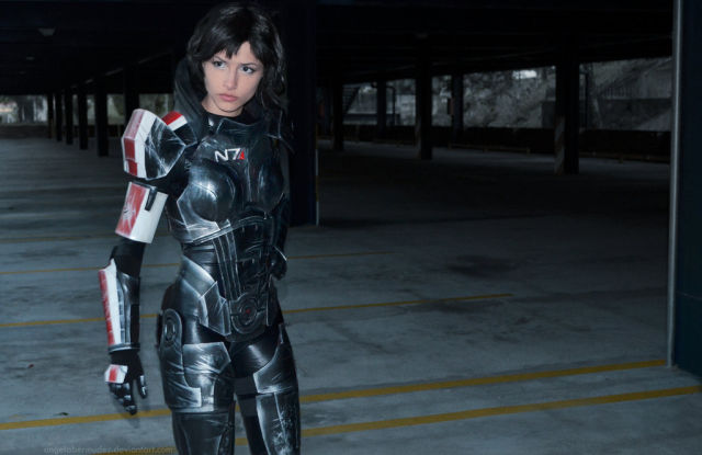 Super-Hot and Sexy Mass Effect Cosplay