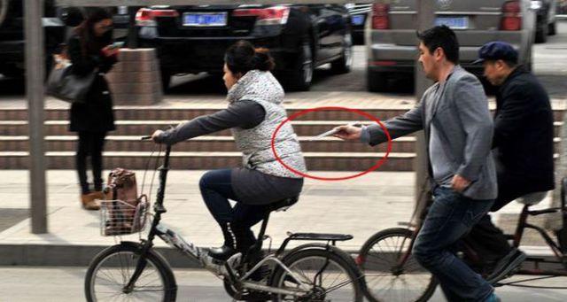 Ingenious Chinese Pickpocketing Method