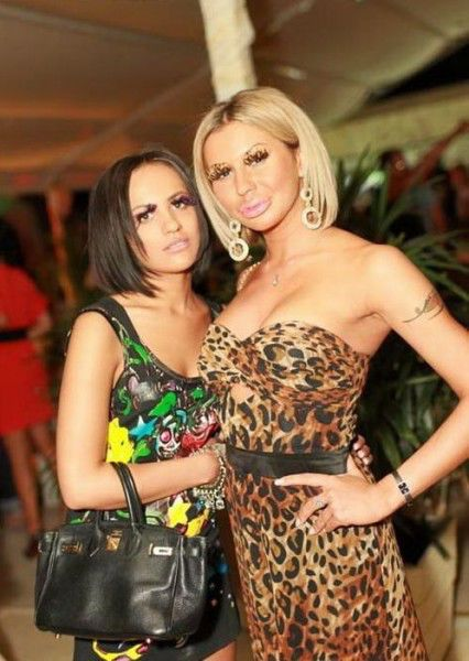Ukraine Nightclub Girls Have the Same Sense of Style