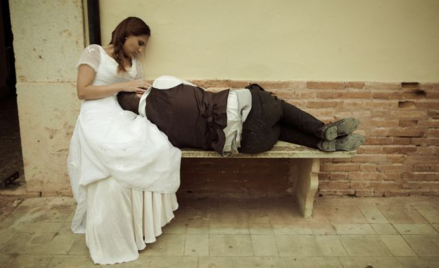A Memorable Zombie Wedding Photo Shoot