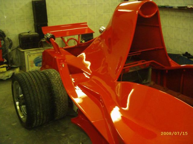 Enthusiastic Racing Car Fan Builds a Formula One Car By Hand!