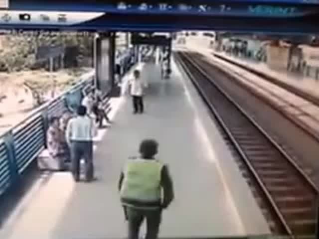 Hero Policeman Saves Suicidal Man from Train at the Very Last Second