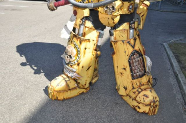 A Totally Kickass Warhammer 40K Costume