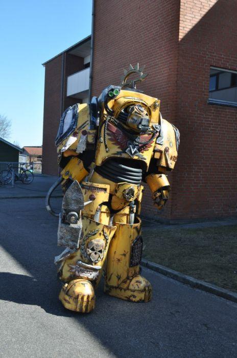 A Totally Kickass Warhammer 40K Costume