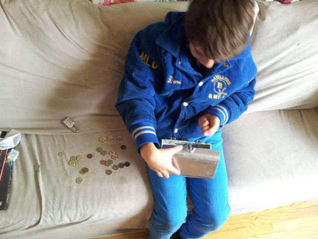 Caring Dad Plans an Elaborate Birthday Treasure Hunt for His Son