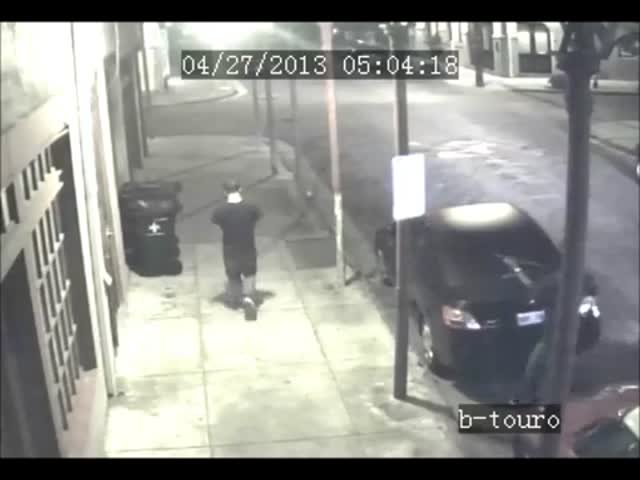 Robber Points Shotgun in Victim's Face, but Messed with the Wrong Guy