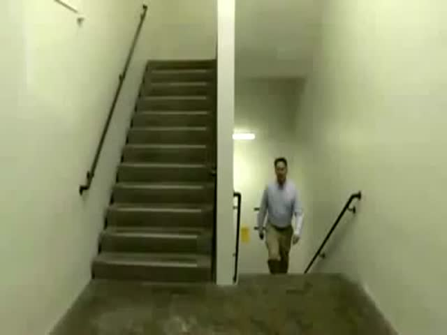 Awesome Stairwell Illusion