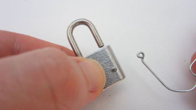 Did You Know That a Paperclip Is an Excellent Lock-Picking Tool?