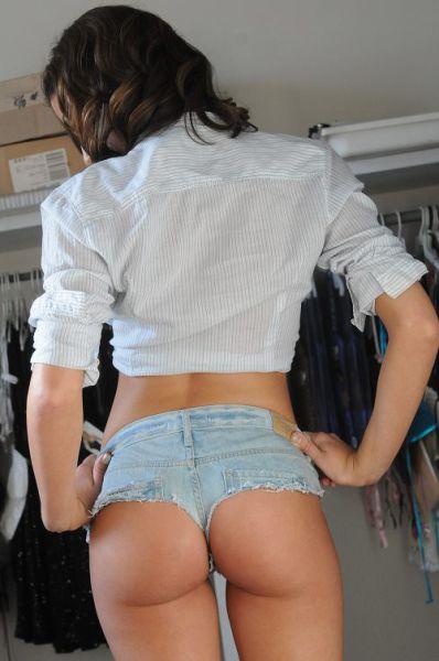 Girls Who Make Short Shorts Look Sizzling Hot