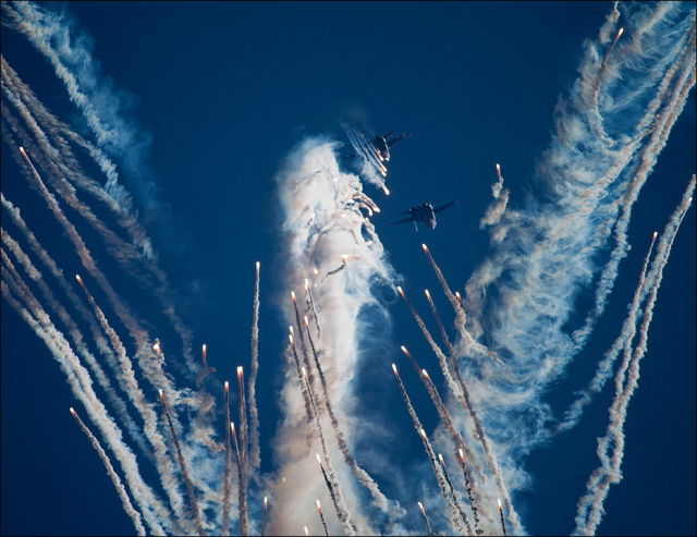A Remarkable Sky Painting Seen at Russian Air Show