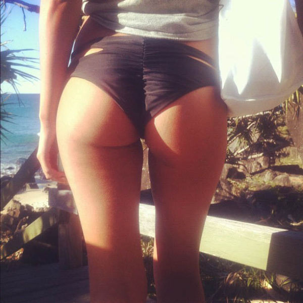 Reef Girls Put Their Butts on Display on Instagram