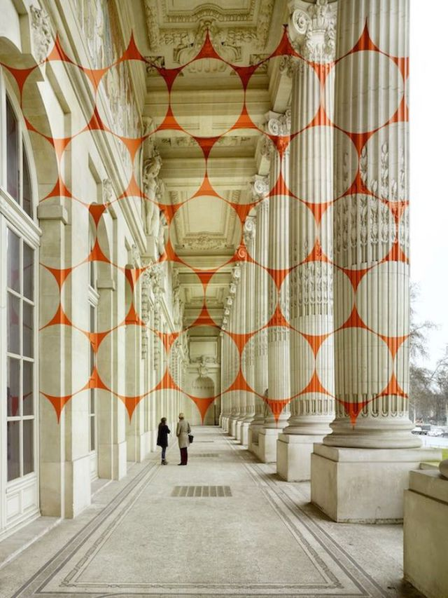 A Captivating Optical Illusion in Paris That Will Make You Look Twice