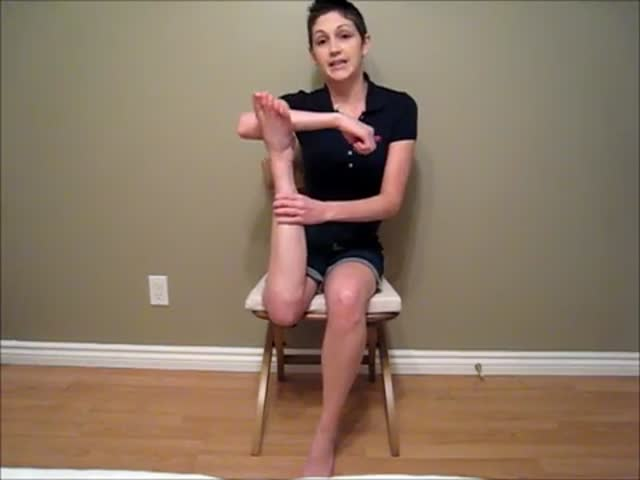 Girl Has a Crazy 'Talent', She Can Rotate Her Leg 180 Degrees!