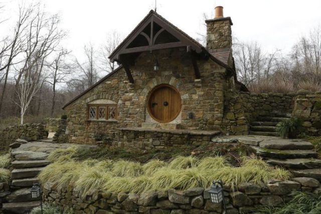"""""""The Hobbit"""" Fans Will Love This One-of-a-kind House"""