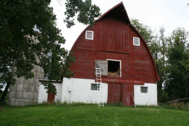 Old Farm Barn Transformed into a Beautiful Cabin