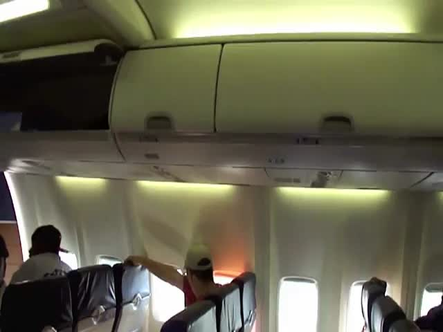 Broma a la azafata del avión