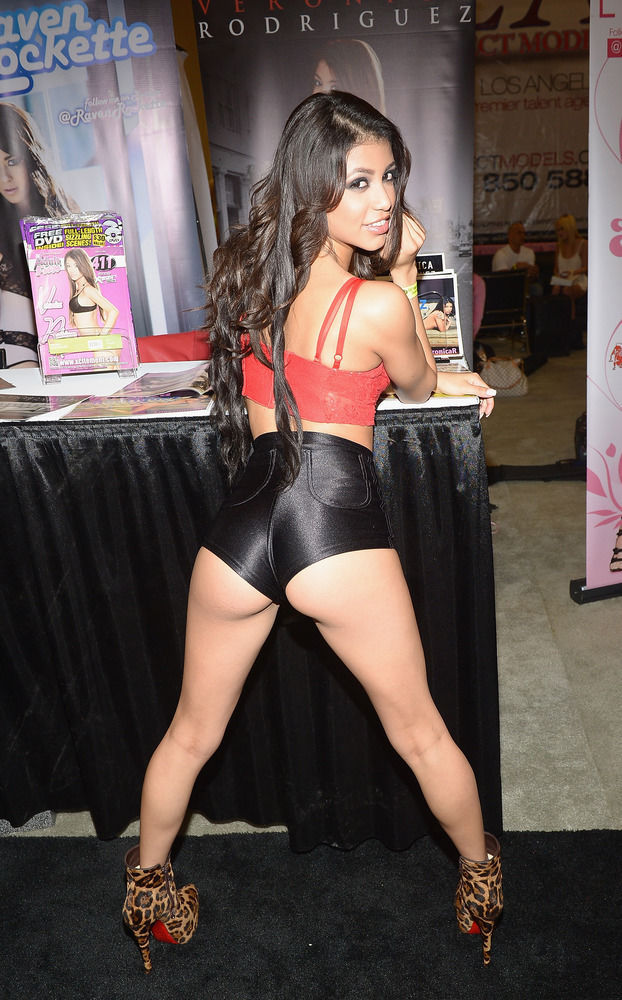 The Racy and Ravishing Girls of Exxxotica 2013