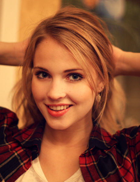 A Roundup of Gorgeous Girls to Take You into the Weekend